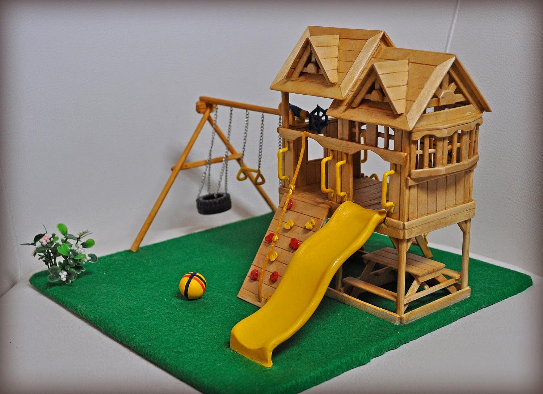 Из палочек от мороженого можно сделать детскую кукольную площадку