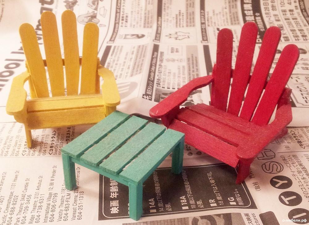 Кукольный домик следует наполнить мебелью, изготовленной из такого же материала
