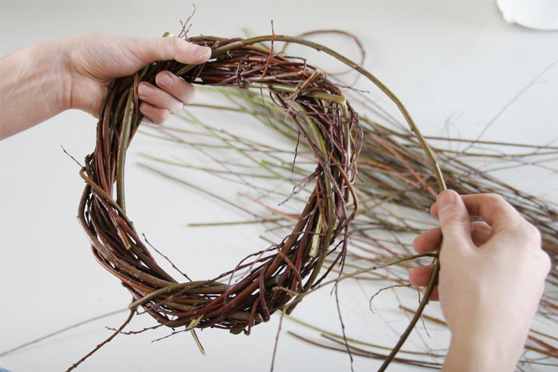 Венки из прутьев своими руками
