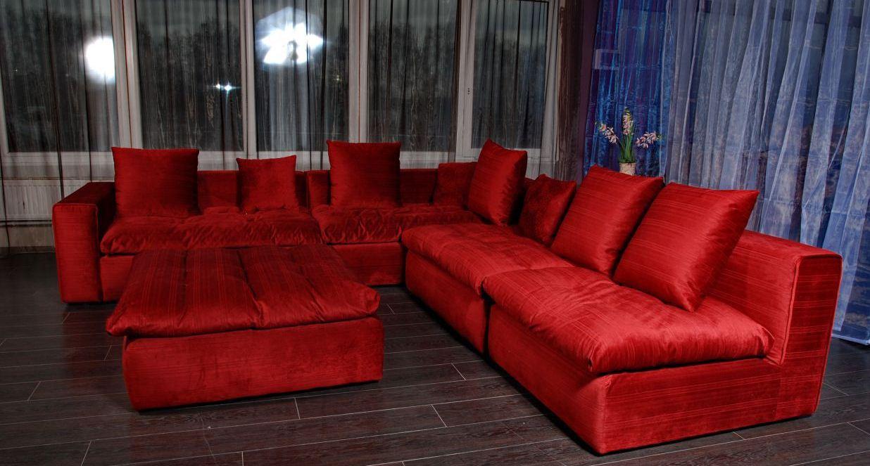 Велюровый диван быстро впитывает любую пыль