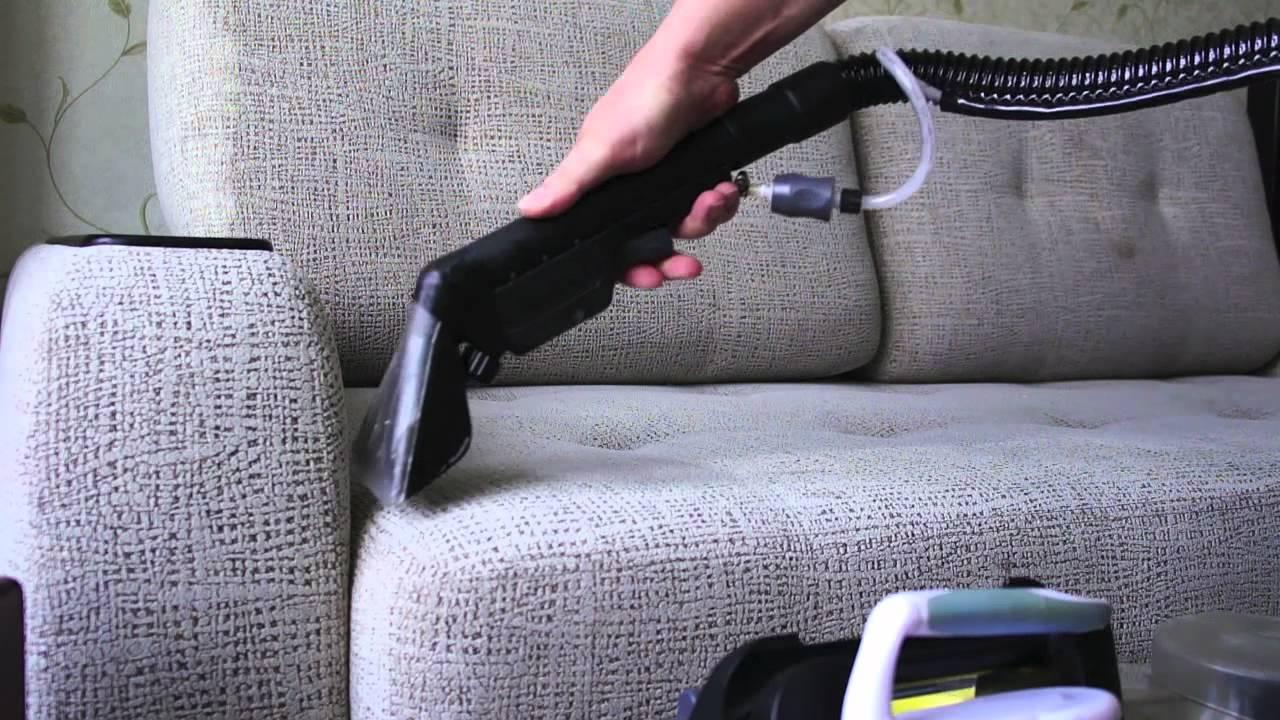 Чистить мебель пылесосом рекомендуется как можно чаще
