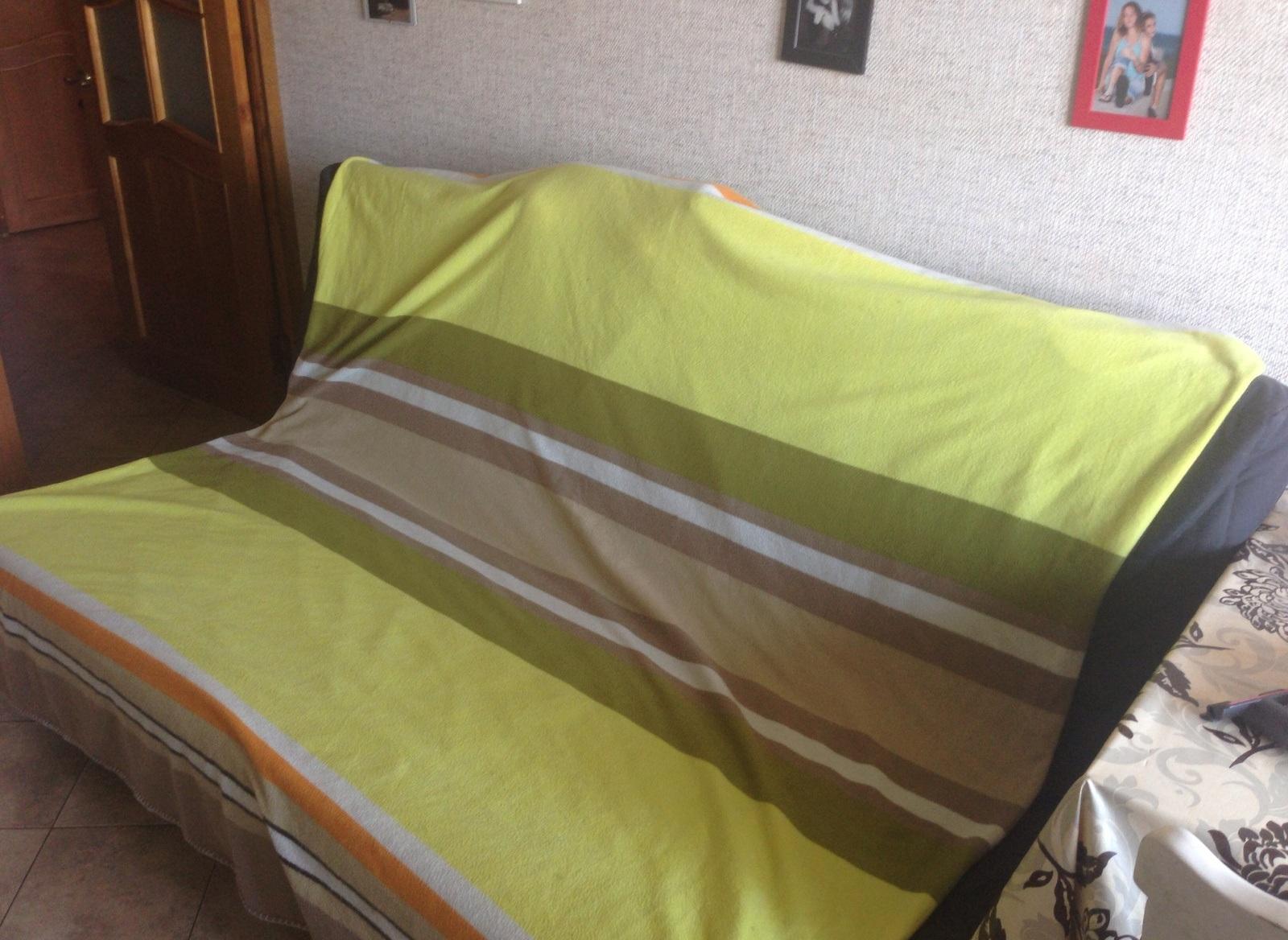 При выбивании диван рекомендуется застелить влажной простыней