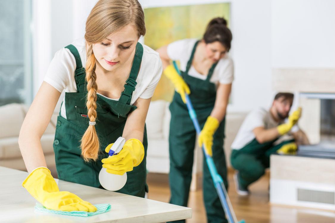 Обращаться к услугам профессиональных уборщиков выгодно