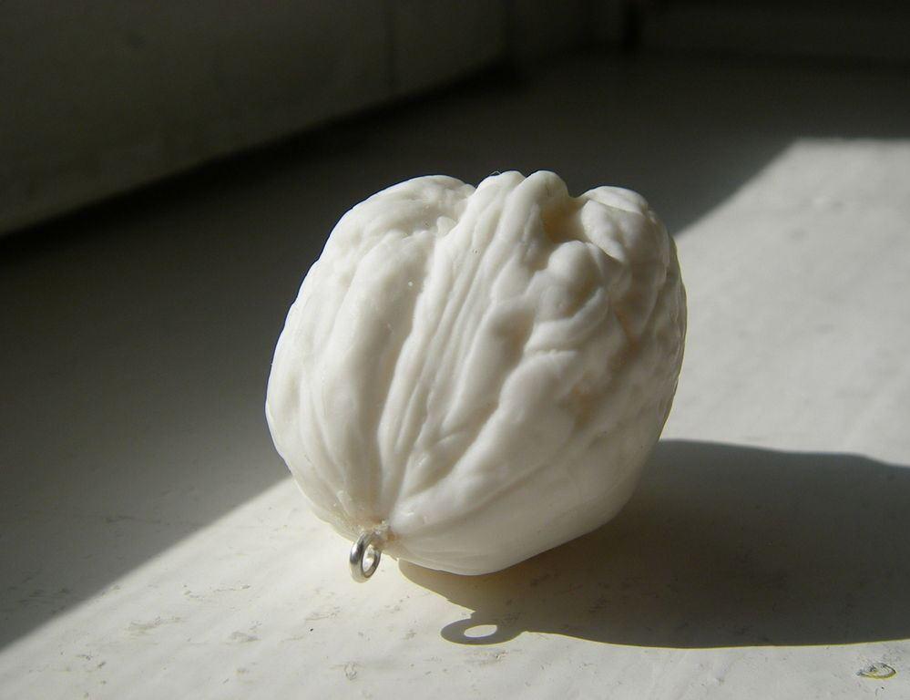 Красивая поверхность грецкого ореха в фарфоре-бисквит