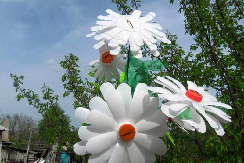 Цветы из молочных бутылок мастер класс