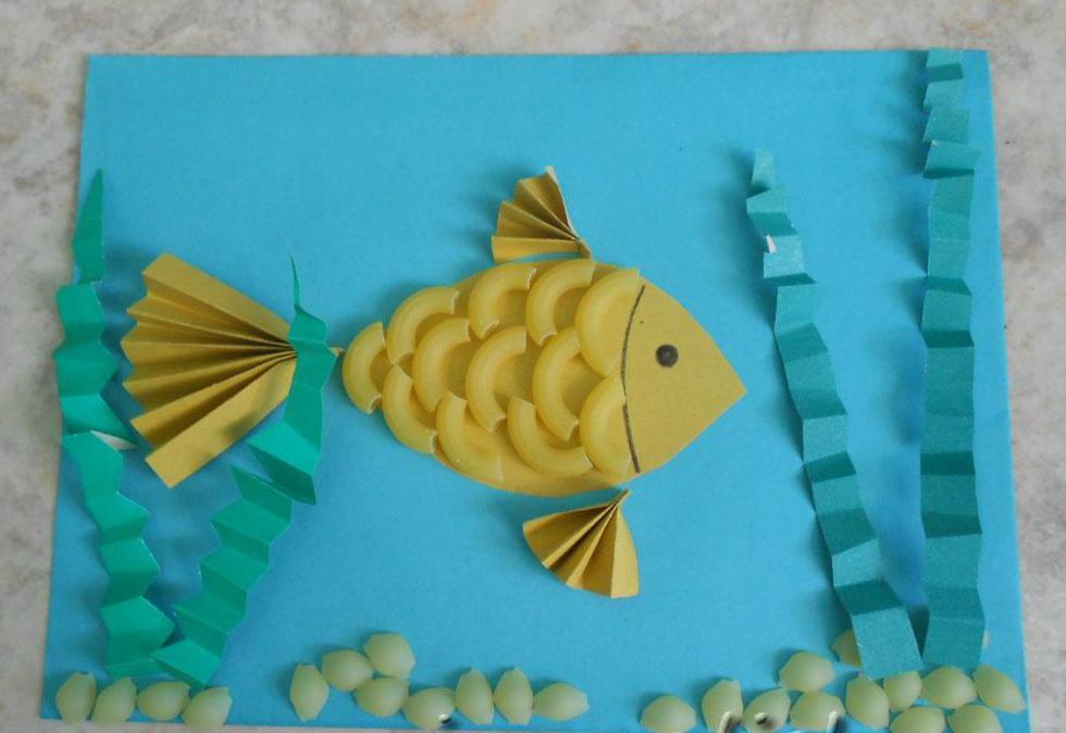 Рыбка из цветной бумаги и мокорон