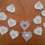 Фото 34: Гирлянда с сердечками с надписями и аппликациями