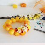 Фото 28: Пасхальный венок из киндер яиц