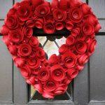 Фото 28: Венок в виде сердца из бумажных роз