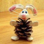 Фото 30: Заяц из шишки