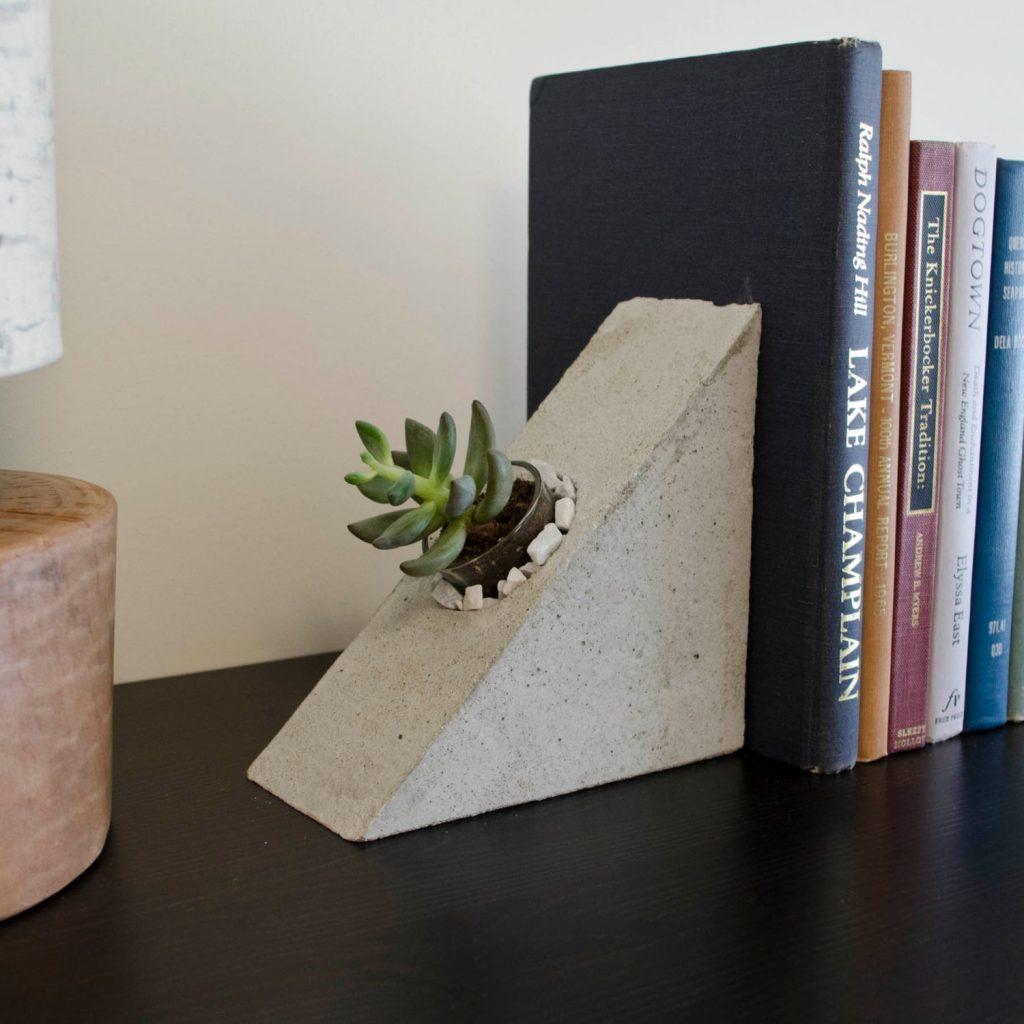 Бетонный книгодержатель -горшок для растений