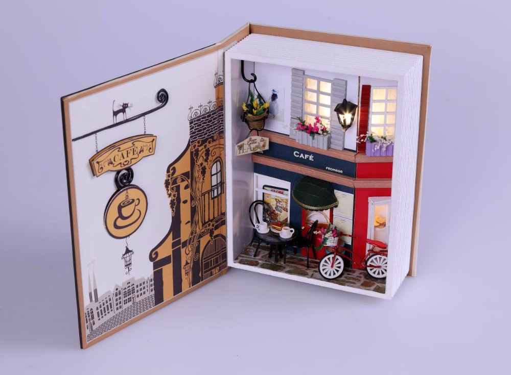 Можно изготовить целый городок из книг