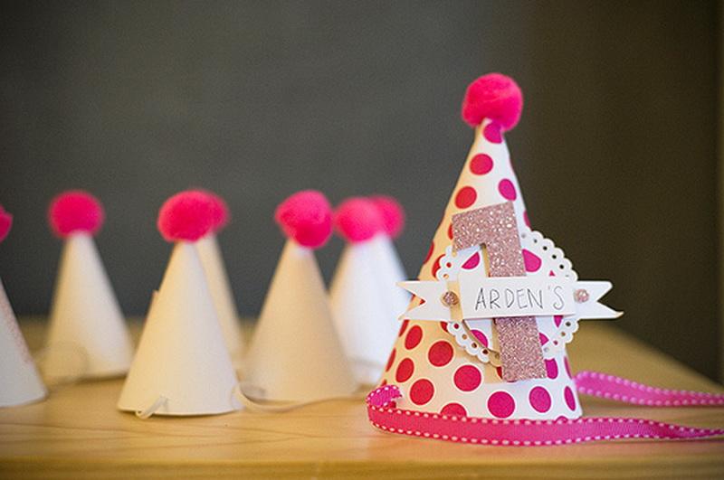Что сделать колпаки на день рождения своими руками