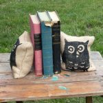 Фото 155: книгодержатели из мешочков с песком
