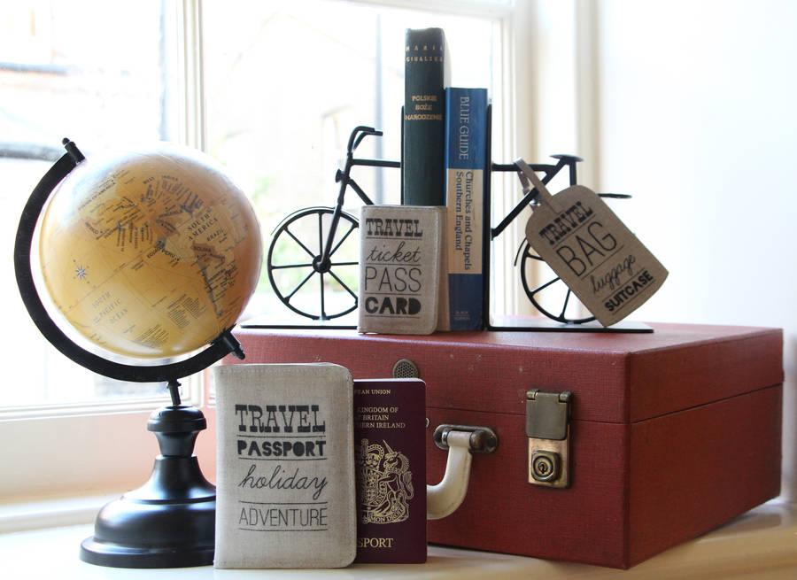 Оригинальные книгодержатели в виде велосипеда
