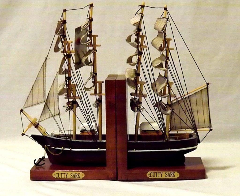 Книгодержатель в виде корабля