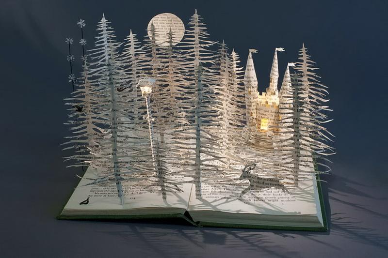 Из книг можно делать объемные скульптуры