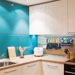 Фото 45: Сочетание МДФ и пластиковых панелей для кухонных фартуков