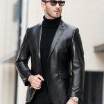 Фото 46: Черный кожаный пиджак с водолазкой