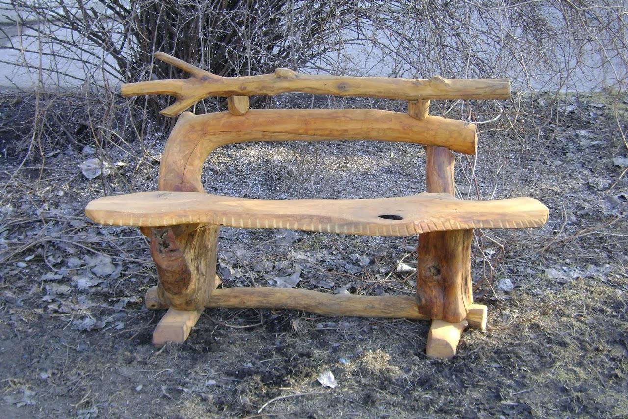 Скамейка из бревен