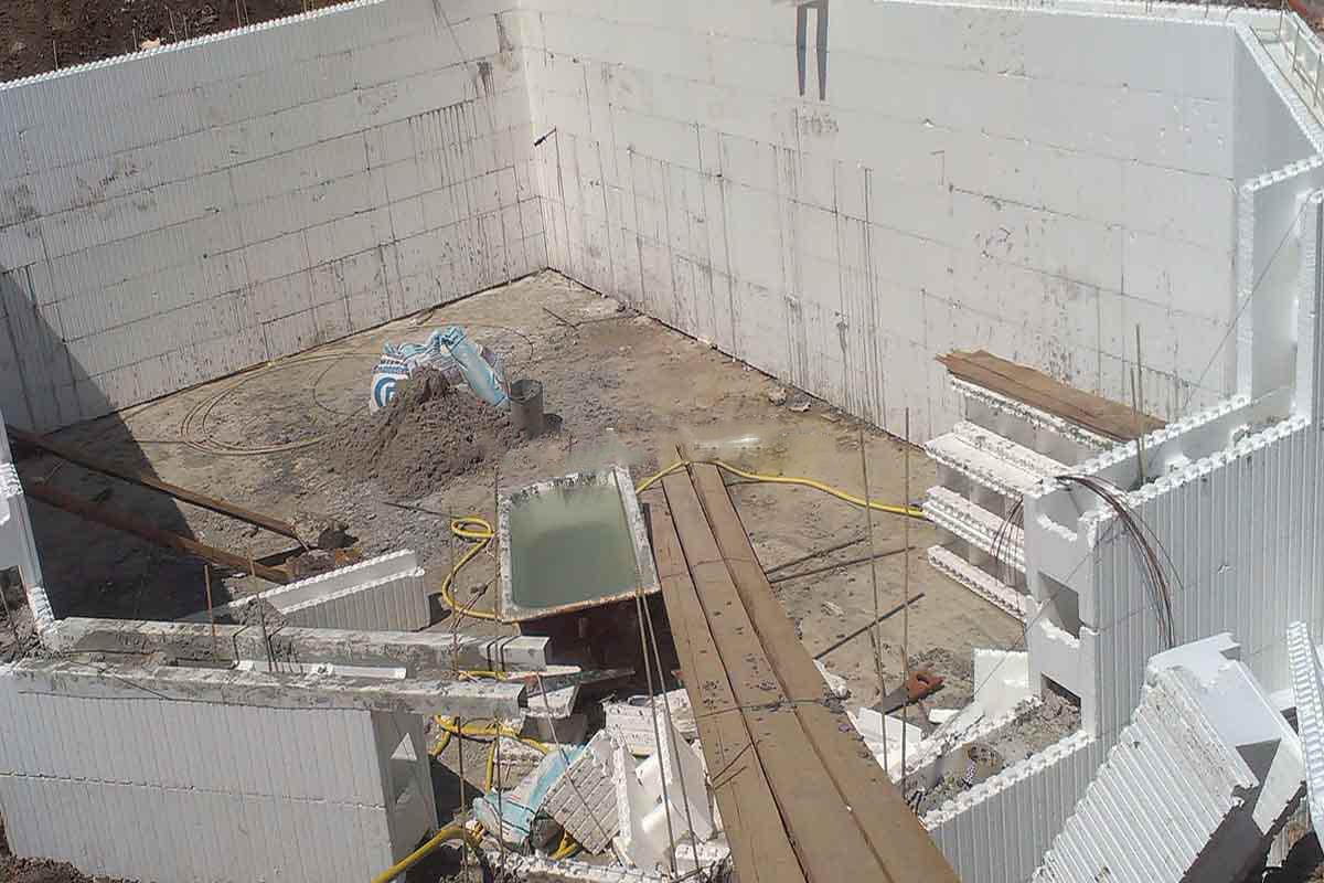 Строительство бассейна из блоков своими руками 6