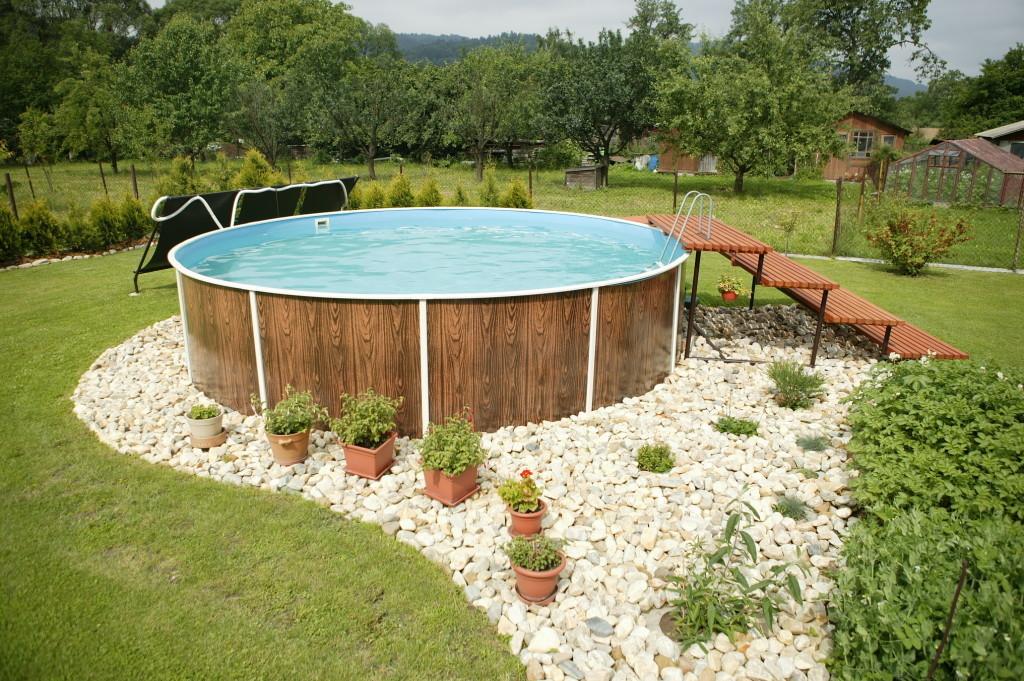 Бассейн может быть разного размера и глубины
