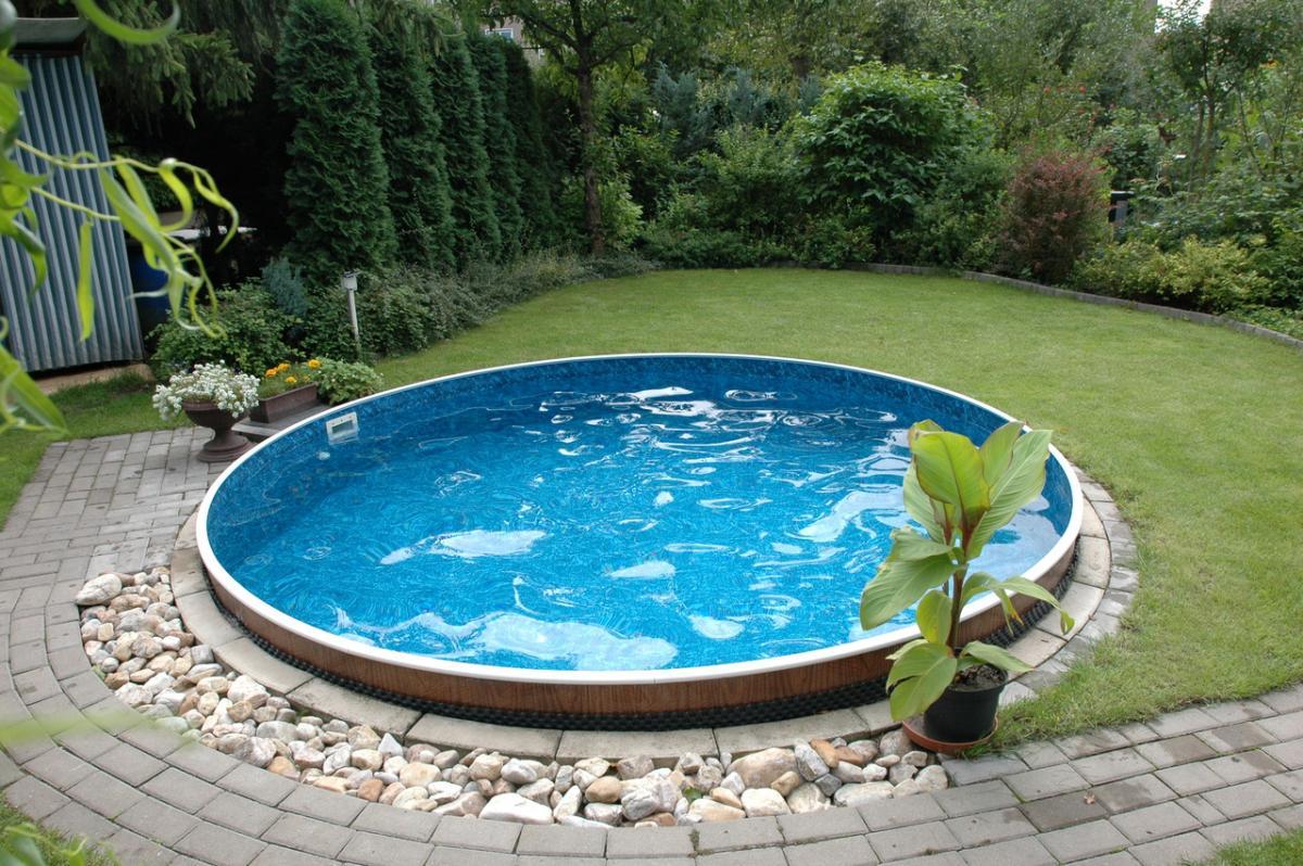 Важно правильно выбрать место для строительства бассейна
