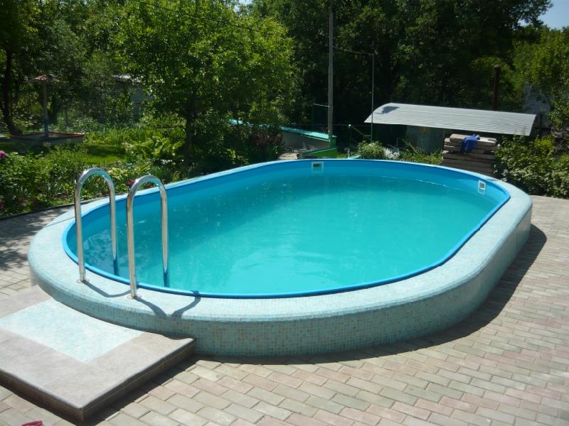 Классическим вариантом считается бассейн овальной формы