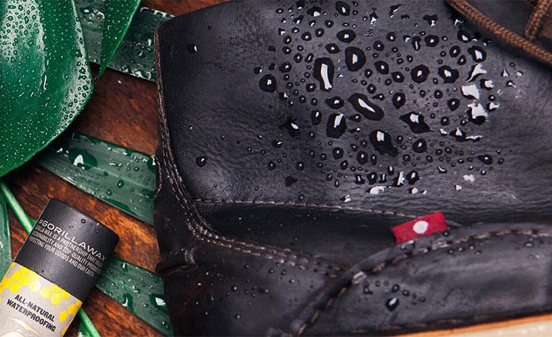 Из-за разрушающего воздействия внешних факторов кожаное изделие периодически требуется покрывать новым защитным слоем