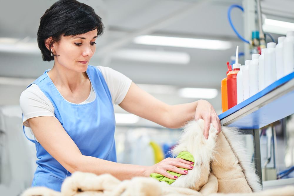 Химическая чистка применяется для удаления серьезных пятен