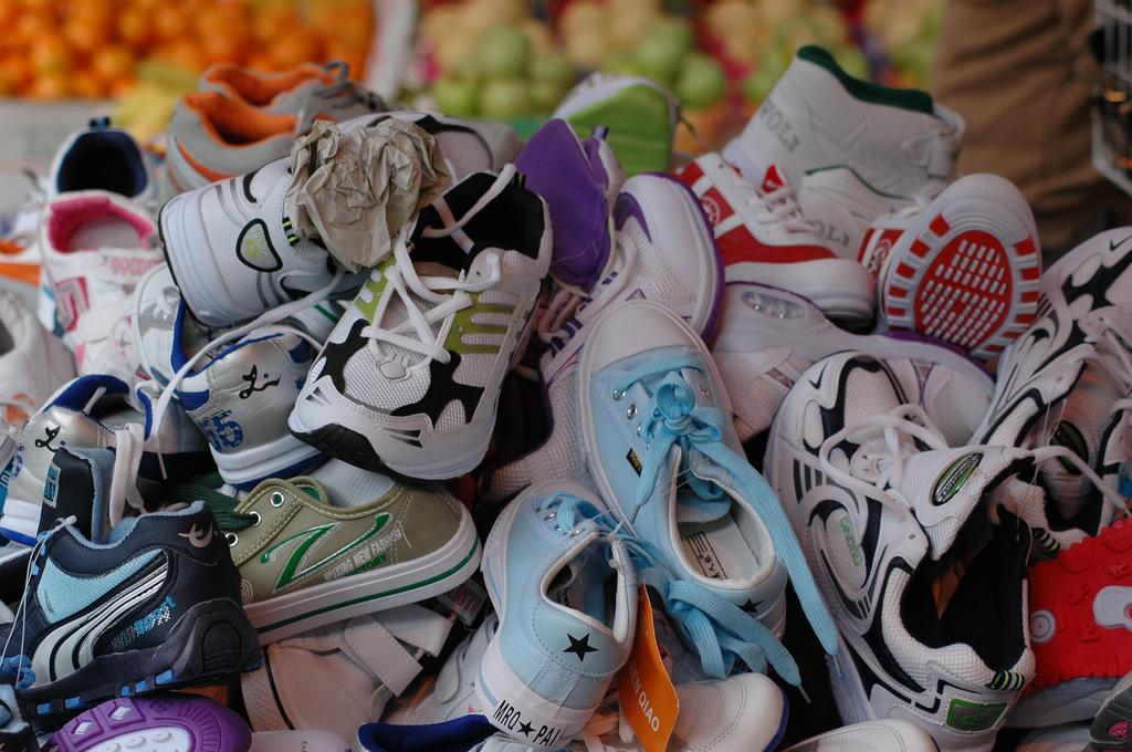 Далеко не всю обувь можно стирать в стиральной машине