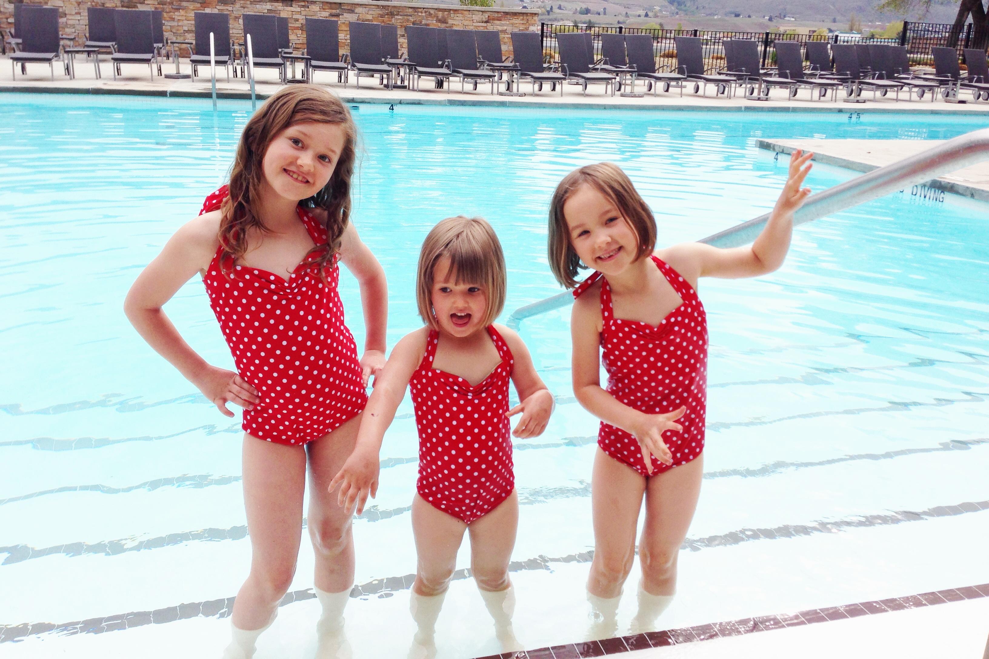 Детские слитные купальники