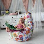 Бескаркасное кресло в детской