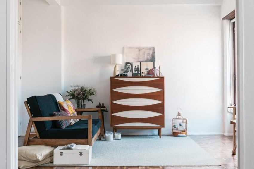 Мебель под старину вполне может применяться не только в классических интерьерах