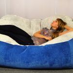 Бескаркасный диван из замши