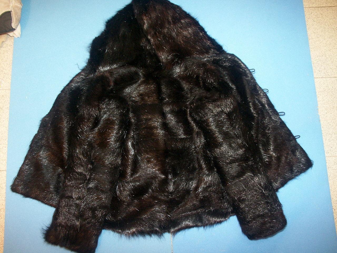 Одежда из меха нутрии очень тёплая и стойкая к изнашиванию