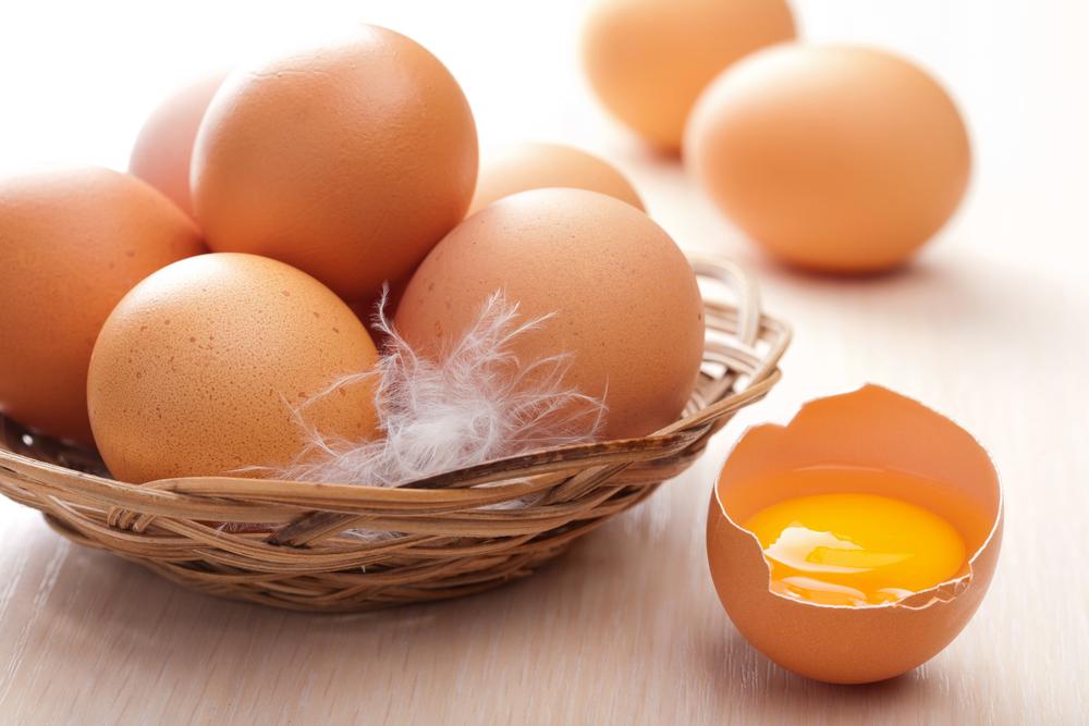 Куриные яйца помогут вернуть шкурке былой блеск