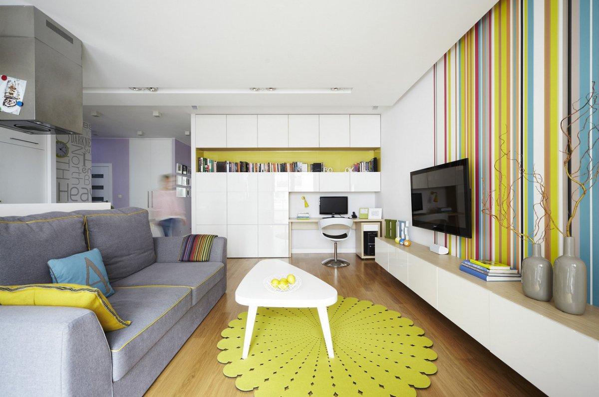 Часто акцентную стену выделяют цветом, отличным от основного