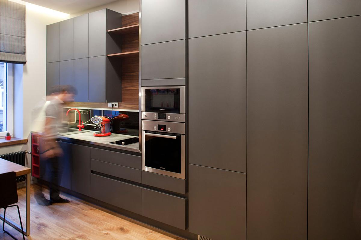 Нередко сейчас квартира продается уже с полным комплектом встроенной кухонной техники