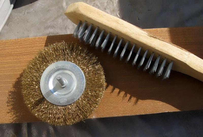 Металлические щетки для механического состаривания дерева