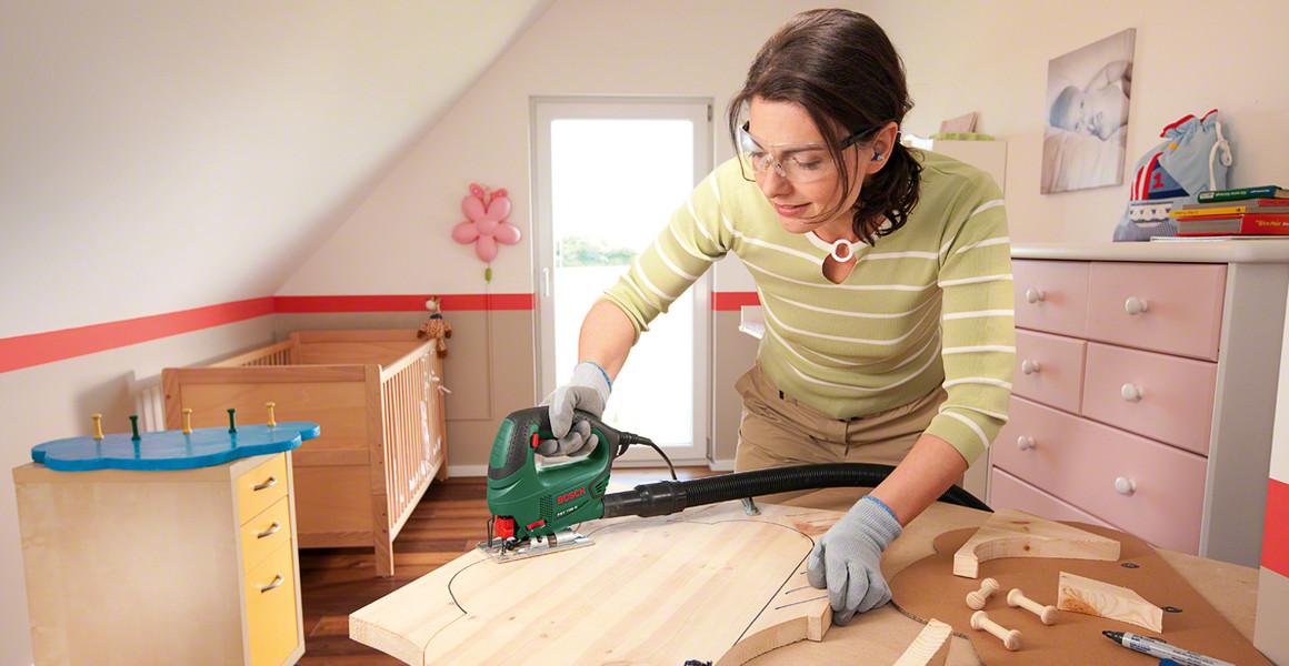 Распил древесины электролобзиком