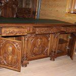 Фото 29: Резной стол из массива дерева