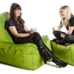 Бескаркасные кресла с карманами