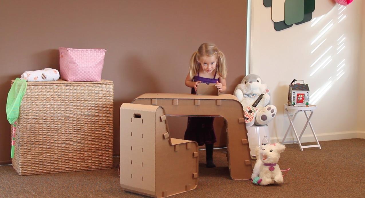 Столик и стульчик для ребенка из картона