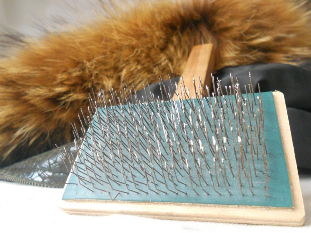 Чтобы привести мех в порядок после окраски, используйте специальную расческу