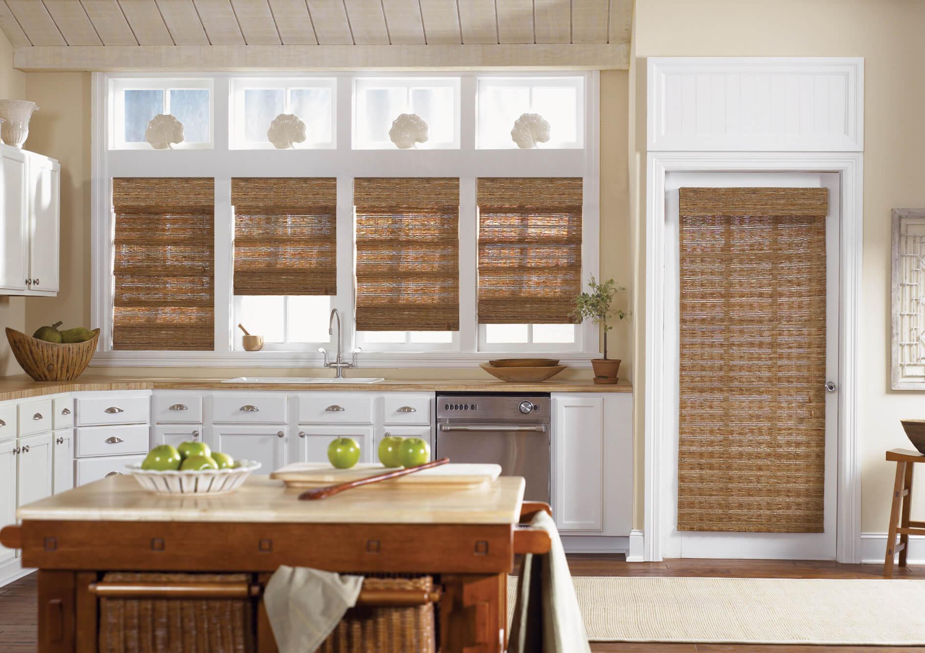 Бамбуковые шторы на кухне