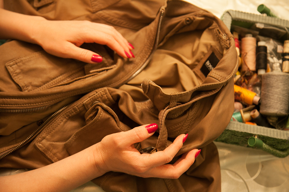 Ликвидация дырки на кожаной куртке