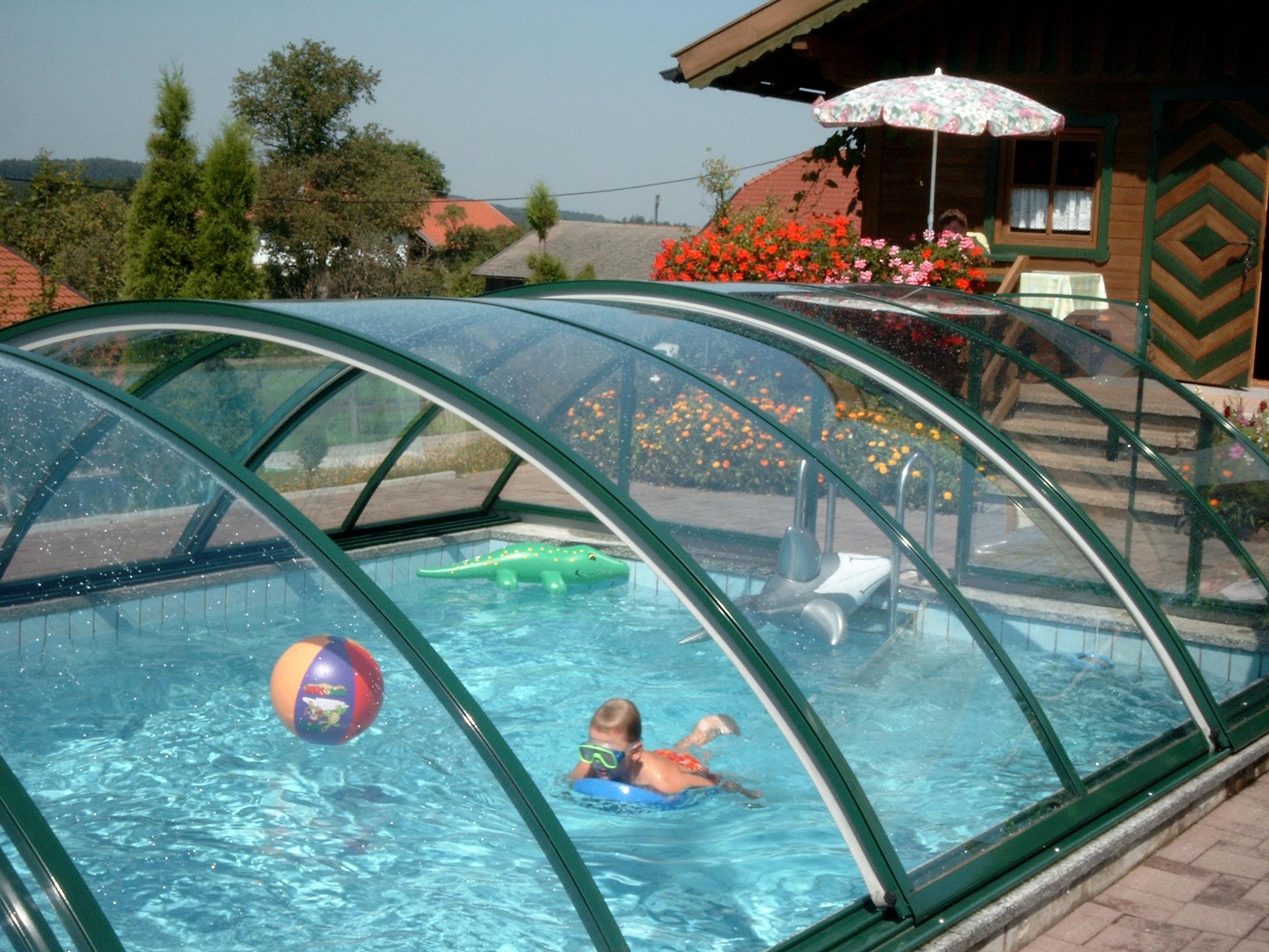 Раздвижной навес из поликарбоната для бассейна