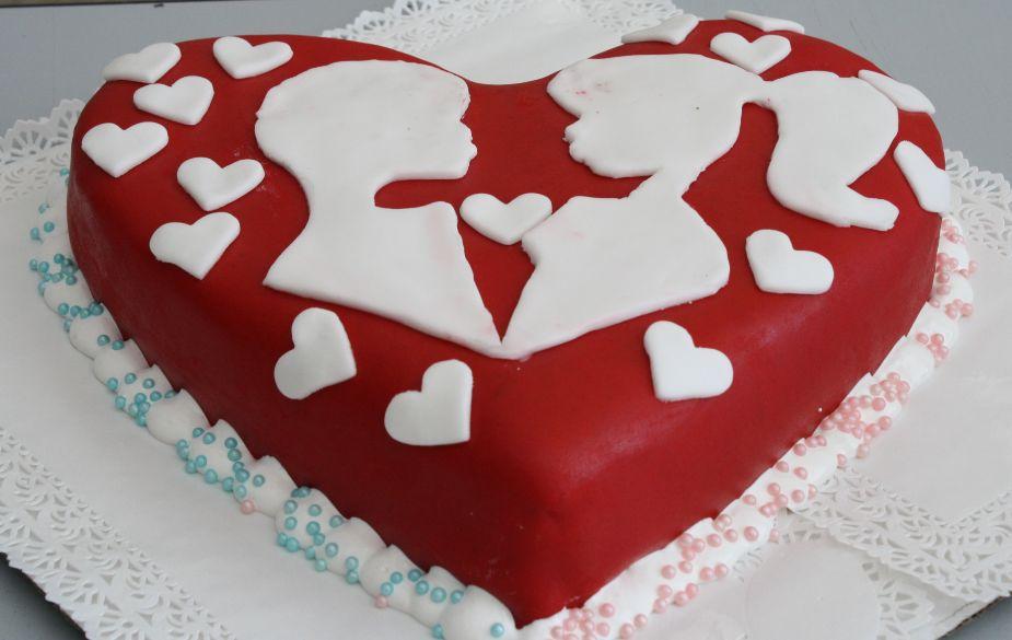 Торт на 14 февраля из кулинарной мастики