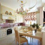 Фото 24: Австрийские шторы на кухне